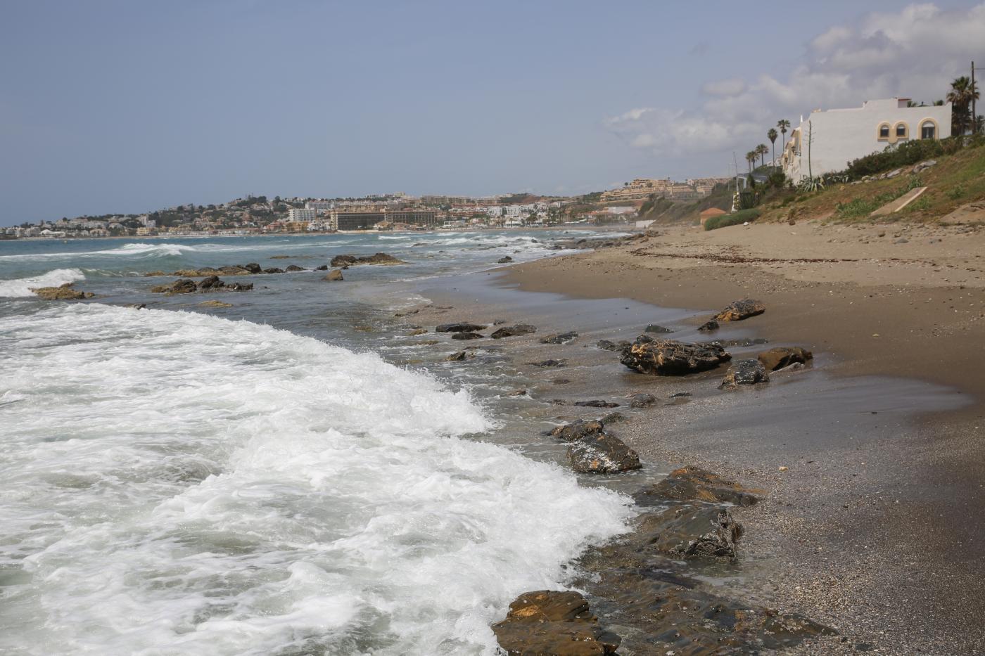 Playa de El Sheriff hacia La Cala de Mijas.