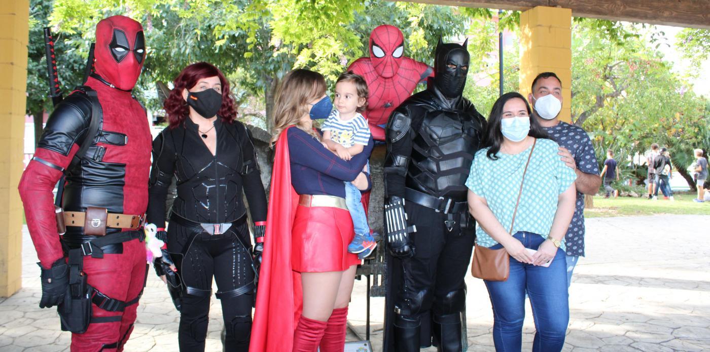 Los Superhéroes 'Un niño una sonrisa' participaron en el evento.