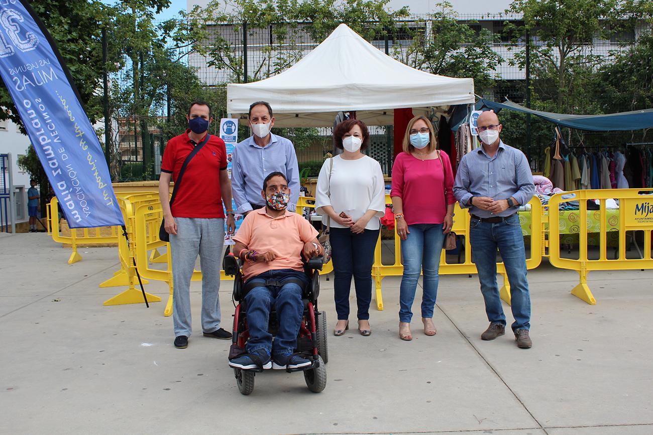 Los ediles de Ciudadanos María del Carmen González, Mariló Olmedo y José Carlos Martín visitaron este mercadillo solidario.