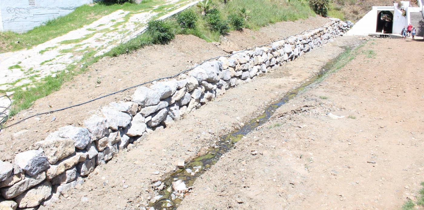 El muro tiene una longitud de 110 metros.