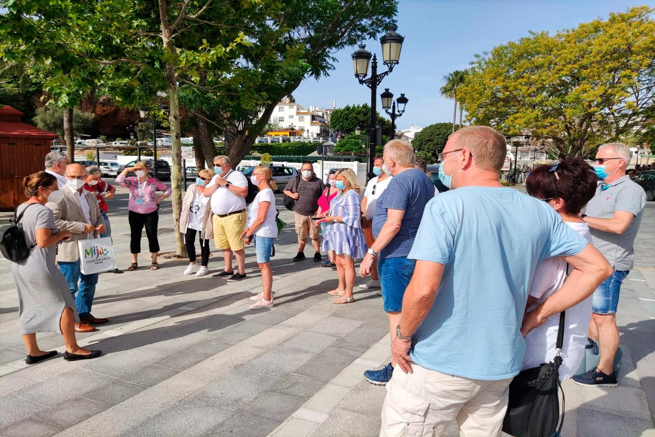 Cruise passengers on their arrival in Mijas  