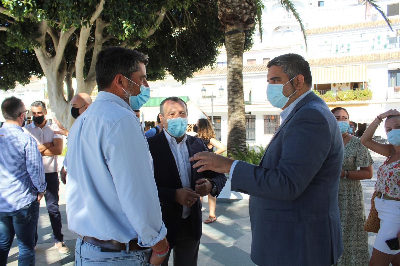 Ruiz Espejo ha visitado hoy Mijas Pueblo para valorar la gestión del equipo socialista mijeño.