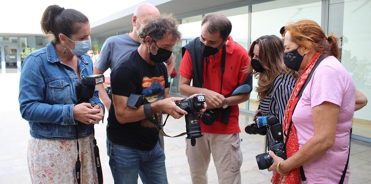 Jose R. Moreno junto a algunos alumnos