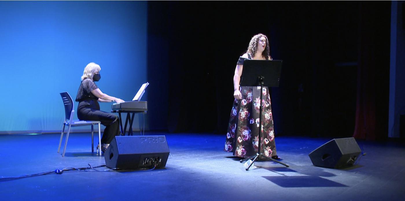 Mónica Campaña, durante su actuación en el Teatro Las Lagunas